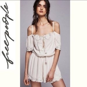 🦢🆕️🦢FREE PEOPLE Romper Romance Cold shoulder🌸
